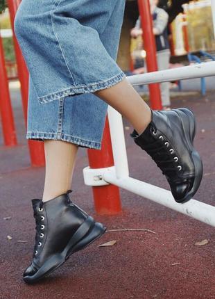 Кожаные зимние ботинки черного цвета