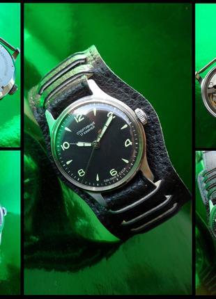 Часы «СПОРТИВНЫЕ» МУЖСКИЕ сделано в СССР 50-х. механические НОВЫЕ