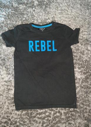 Черная футболка на 4 года