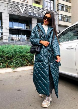 Длинная стеганная куртка пальто
