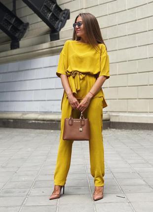 Нарядный желтый летний костюм с брюками