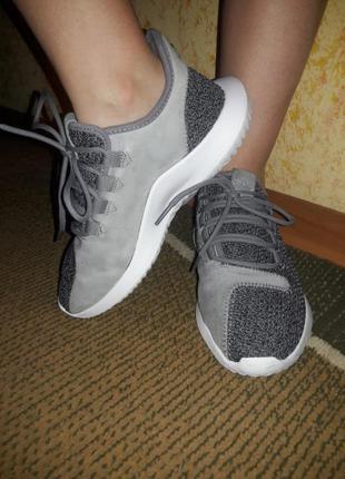 Шикарные кроссовки оригинал adidas 38 размер