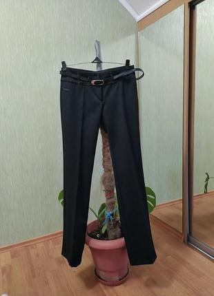 Черные брюки классические