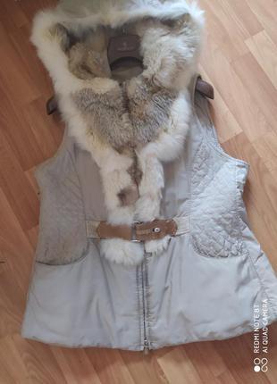 Женская  верхняя одежда, жилетка зимняя размер l с мехом