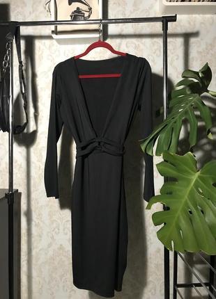 Платье теплое черное с вырезом
