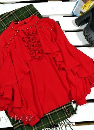 Блузка с воланами на рукавах и спереди