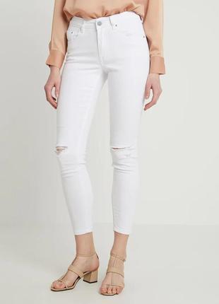 Идеальные белые джинсы скинни на высокой посадке с небольшими ...