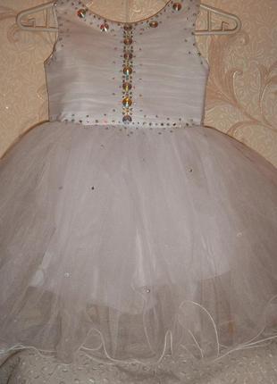 Нарядное платье на девочку белое