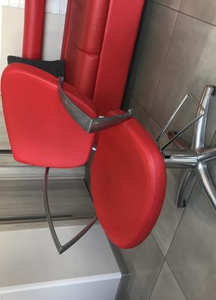 Парикмахерское кресло