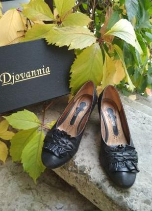 Кожаные туфли Djovannia черного цвета. Шкіряні чорні туфлі