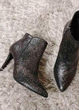 Модельні черевички very chic від andre нат.шкіра р.39.
