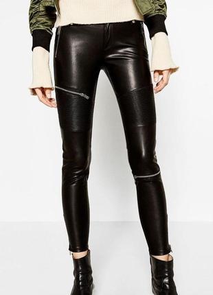 Крутые актуальные трендовые брюки скинни эко кожа с замочками ...