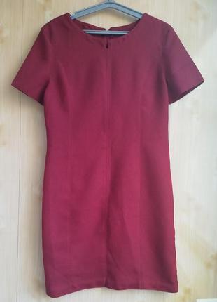 Платье прямого кроя, цвет марсала.