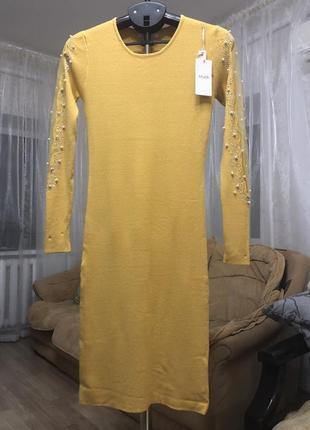 Желтое платье с декором на рукавах, новое!
