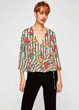 Zara блуза в цветочный принт на запах