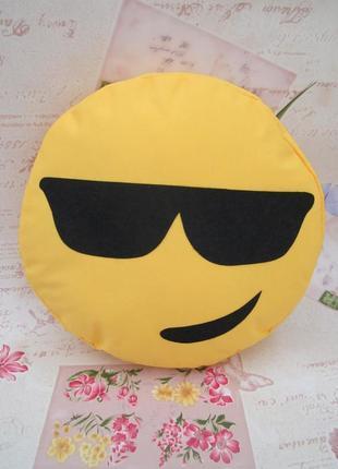 Декоративная подушка эмоджи в очках