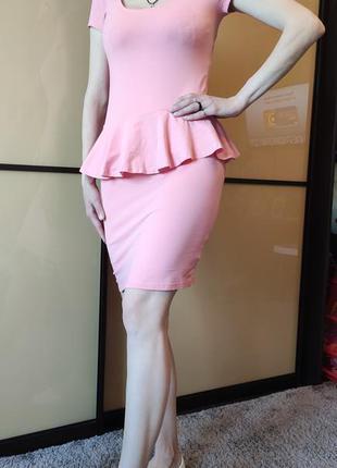 Облегающее платье розового цвета terranova