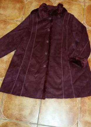 Стильное пальто цвета марсала