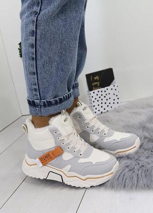 Новые шикарные женские зимние серо-бежевые кроссовки