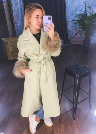 Стильное пальто на подкладке