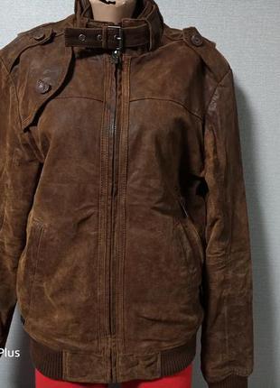 Стильная утепленная кожаная куртка бомбер.
