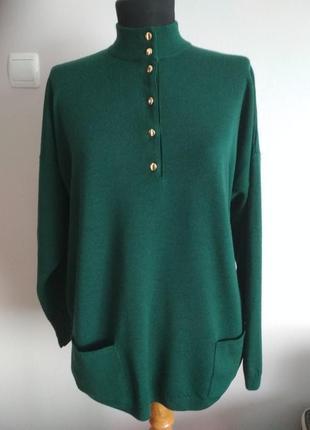 Изумрудный шерстяной свитер с накладными карманами