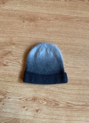 Легкая шапка в пепельный цвет цвет