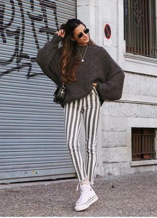 Полосатые черно-белые штаны,джинсы в вертикальную полоску river i