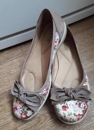 Туфельки балетки мокасины в цветочный принт hotter  38.5 размер