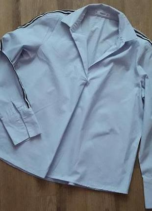 Рубашка блуза в мелкую полоску с лампасами на рукавах mango