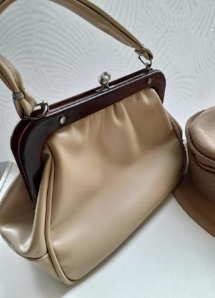 Женская сумка с короткой ручкой винтажная