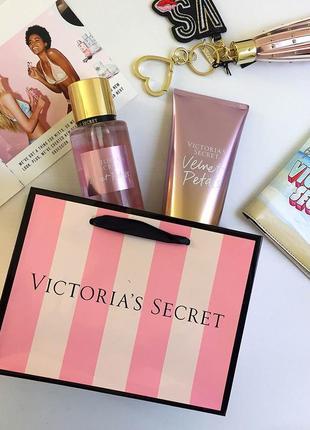 Подарочный набор для тела  от victoria's secret velvet petals