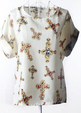 Летняя блузка с ярким принтом.