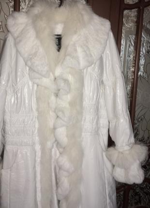 Пальто Basic editions белое с натуральным мехом на пуху.