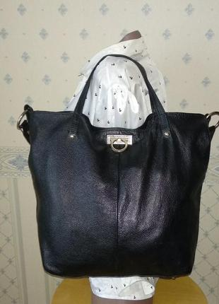 Вместительная кожаная сумка salvatore ferragamo