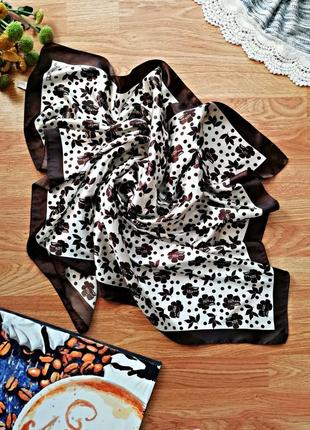 Женский контрастный атласный большой платок - цветочный принт