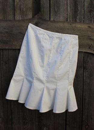 Белоснежная юбка красивого кроя
