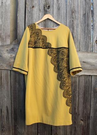 Платье горчичного цвета с кружевом