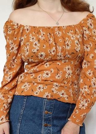Нежная горчичная блуза в ромашку