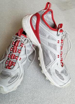 Кроссовки с перфорацией