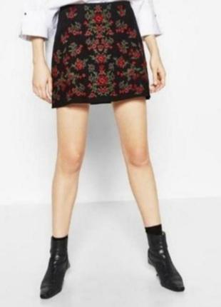Черная юбка с вышивкой zara