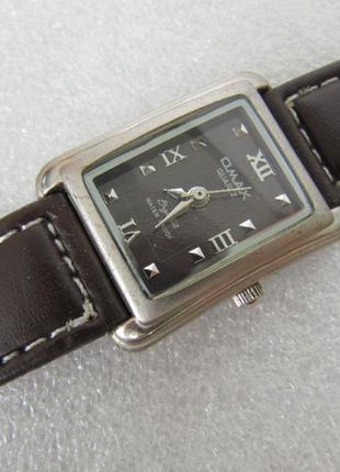 Часы omax женские, кварцевые.