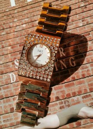 Коллекционные красивые часы - браслет со стразами