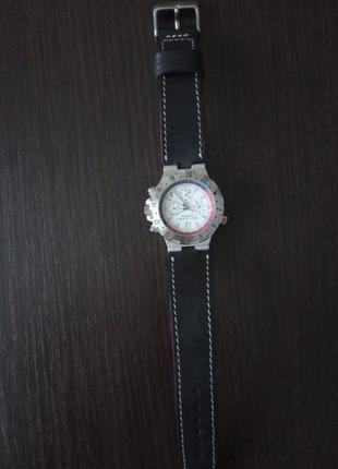 Оригинальные швейцарские часы.