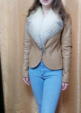 Красивая и стильная демисезонная кожаная женская куртка
