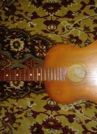 Акустическая гитара 6 струнная черниговская. Струны металлические