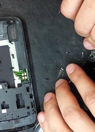 Замена дисплейного модуля/защитного стекла на мобильном телефоне.