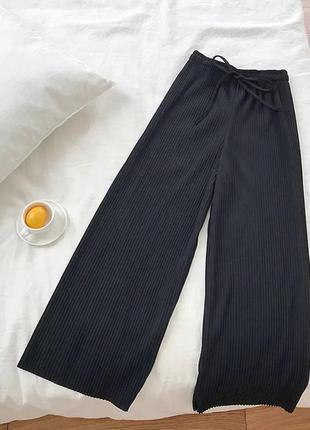 Стильные черные брюки,кюлоты, летний трикотаж,высокая посадка