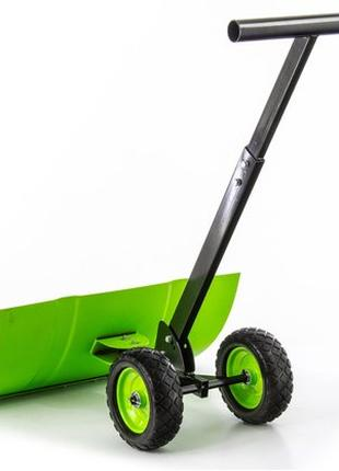 Лопата на колесах с поворотным ковшом для уборки снега.