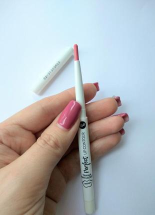 Стойкий карандаш для губ bell